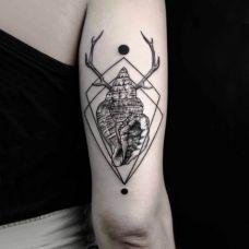 经典的手臂鹿角创意纹身图案