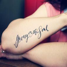 手臂唯美漂亮的英文纹身图案