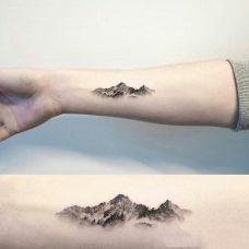 万水千山,手臂写意的山水画纹身