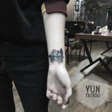 湖光山色,手臂黑灰山水图案纹身