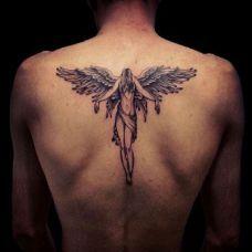 男生背部天使纹身图案