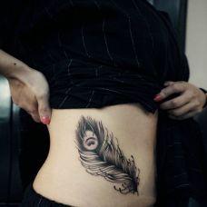 女生纹身腹部羽毛图案大全