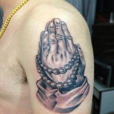大臂个性的佛手纹身图案