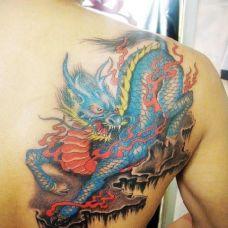 背部彩色玉麒麟纹身图案