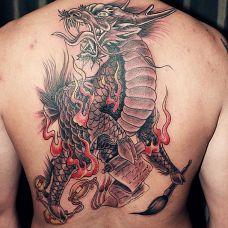 玉麒麟纹身图案背部图片