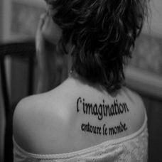欧美女生背部英文纹身图案