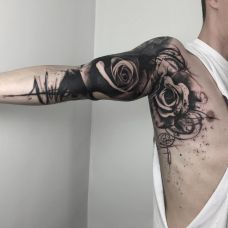 个性彰显,大臂黑灰泼墨玫瑰纹身