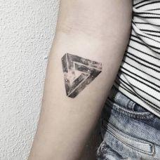 诡异星空,手臂几何图形星空创意纹身