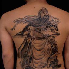 背部简单的关公纹身图片