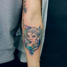 卡通彩绘,手臂上的冰雪公主纹身图案