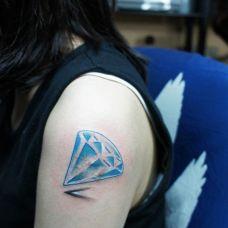 女生大臂钻石纹身图案