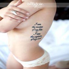 女生腰部性感的英文字母纹身图案