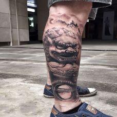 纵情于山水间,小腿雄伟的石狮子素描纹身