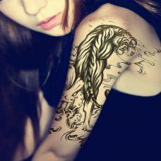 上山虎纹身图案个性图片