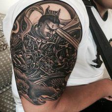 霸气的大臂二郎神纹身图片
