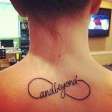 女生背部好看有创意的英文图腾纹身