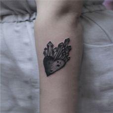 手臂爱心纹身,可遮盖疤痕