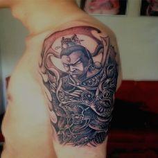 大臂不悦的杨戬纹身图案