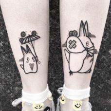可爱的追随,小腿可爱的龙猫卡通纹身图案
