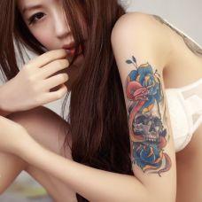 性感的美女玫瑰骷髅纹身图片