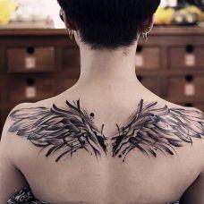 渴望飞翔的心,后背泼墨翅膀纹身图案