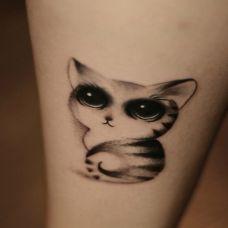 小腿萌萌的猫纹身图案