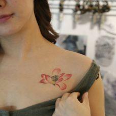 锁骨的图腾纹身图女生图片