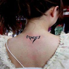 女生爱心翅膀图腾纹身图案