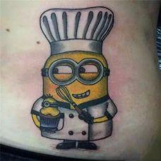 腰部可爱的小黄人纹身图案