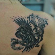 背部个性的黑色凤凰纹身