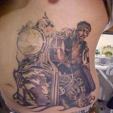 腰腹上骑摩托车男子的刺青