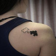 后肩膀简单小纹身图女生素材