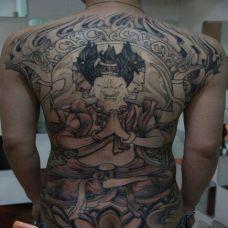 满背三面佛纹身图案