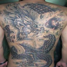 最简单的背纹身龙图案大全