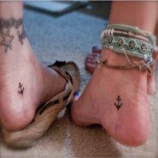 女生脚部黑色锚简约时尚唯美纹身