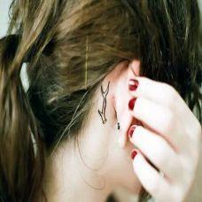 女生耳根后可爱鹿角小清新微纹身