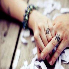 手指纹身戒指个线图片素材