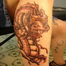 小腿部时尚帅气的龙纹身