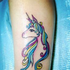 带角的马纹身图片欣赏