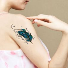 女生羽毛手臂纹身图案素材