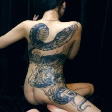 美女满背大蛇纹身图案