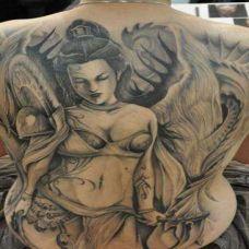 美女满背纹身图案图片合辑
