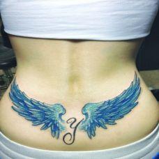 个性的腰部翅膀纹身图片