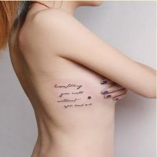 女生侧面肋部英文刺青图案大全