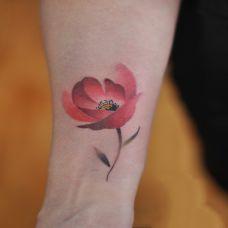 罂粟魅惑,手臂罂粟花彩绘纹身