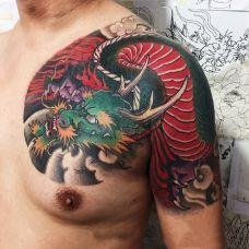 龙行天下,半甲青龙彩绘纹身
