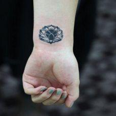 简约唯美的手腕图腾纹身图案女生