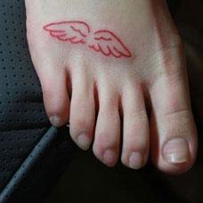 脚背上纹身图案女生可爱翅膀图片