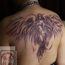 天使图案纹身大全女生背部图片