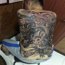满背霸气九龙纹身图案